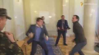 Депутатський Mortal Kombat: Соболєв vs Івченко. Бійка у кулуарах ВР