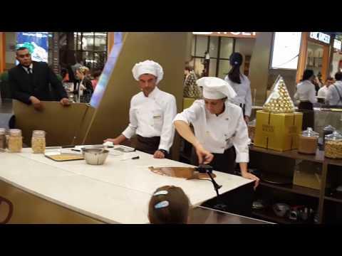 Making of Ferrero Chocolate at Dubai Mall 20.12.2016