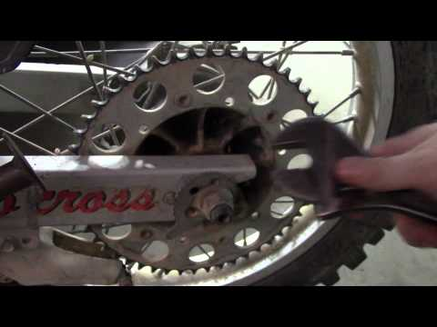 HOW TO REMOVE A REAR WHEEL OFF A DIRT BIKE (STEP BY STEP)