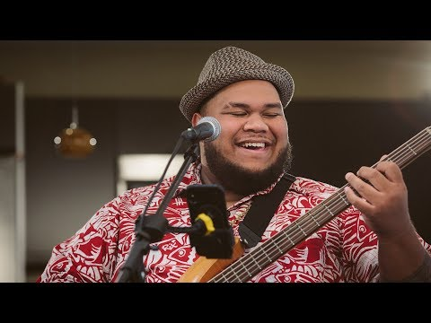 Josh Tatofi - Henehene Kou Aka (HI Sessions Live Music Video)