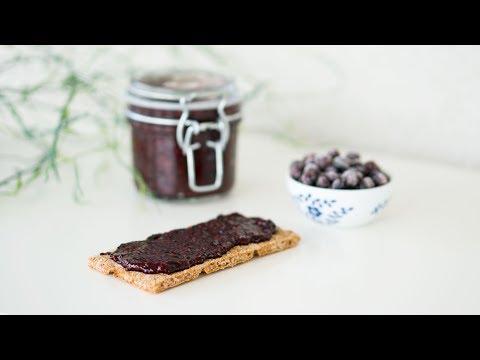 Raw vegan blueberry chia jam (no sugar)