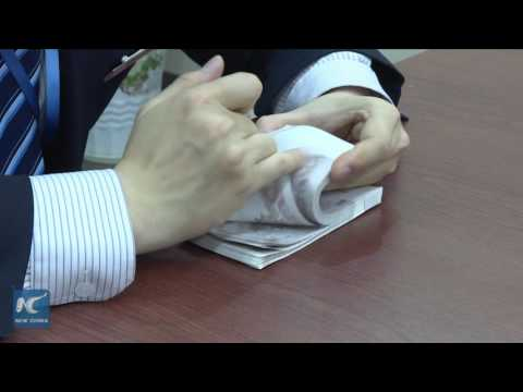 Fascinating ways to count money! Bank teller shows quick counting skills