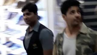 Sidharth Malhotra and Rakul Preet Singh Grand Entry Seasons Mall in Pune...