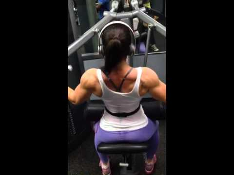 Building a bigger, wider back - lat pull downs!!