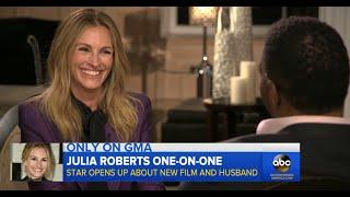 Julia Roberts Makes Michael Strahan Blush