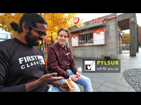 How to eat the Pylsur (Icelandic Hotdog) Wilbur In Reykjavik