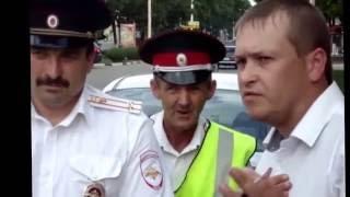 Казаки, ряженые в майки инспекторов ДПС, вышли на большую  дорогу. г. Кропоткин.