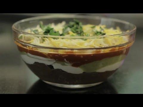 Layered Bean Dip With Sour Cream & Sauce : Bean Dips