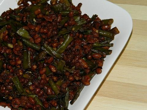 Payar upperi/Achinga Mezhukkupuratti/Long beans stir fry