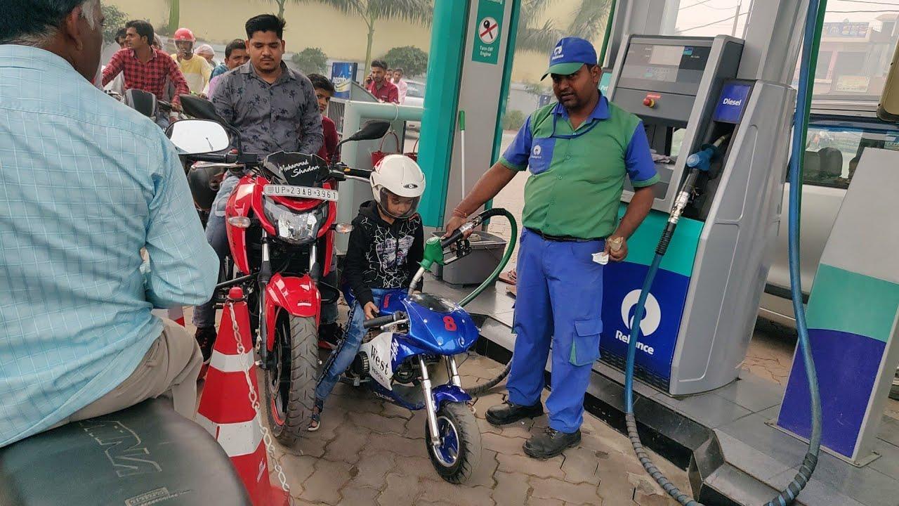 छोटा बच्चा जब बाइक लेकर पेट्रोल पंप पहुंचा तो देखिए क्या हुआ Chhota bachcha bike lekar petrol pump🏍️