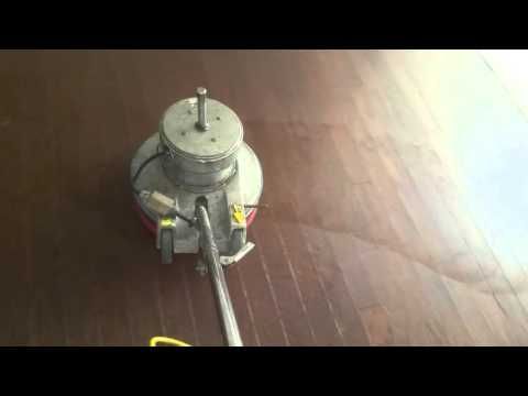 Cleaning hardwood floors the EZ way