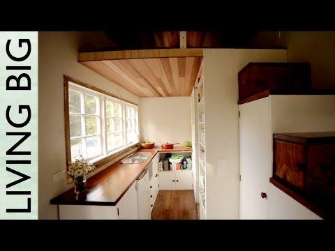 Stunning DIY Cottage-Style Tiny House