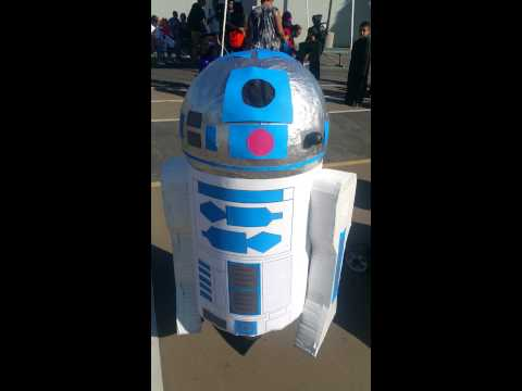 Luc and his R2D2 DIY Costume!
