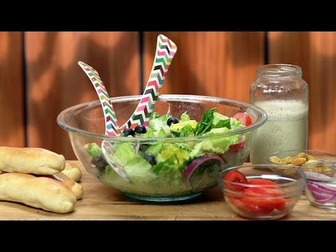 How to Make Olive Garden Breadsticks and Salad