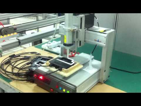 Gel injection machine for manufacturing solar panel