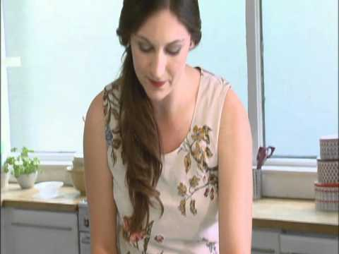 How to - Cupcake decorating - Fondant bow making with Abby Moule of the Food Network