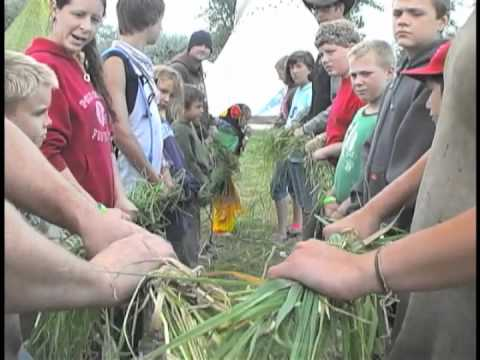 How to Make a Grass Rope - with Thomas J. Elpel