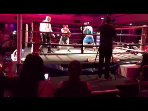 Dennis(red) fight WCB Brighton Hilton 2017