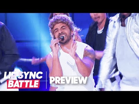 """Luis Fonsi Performs *NSYNC's """"It's Gonna Be Me"""" 
