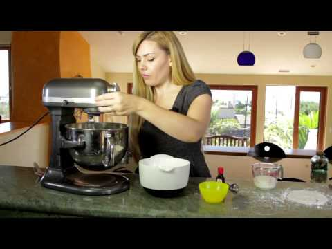 How to Make Fluffy Frosting for Sugar Cookies : Making Cookies