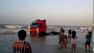 Carros Boiam Na Praia Do AraÇagy Sao Luis Maranhao - Parte 1