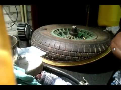 How to inflate an old tubeless tire for wheelbarrow. Loud compressor sound @ 8 sec.