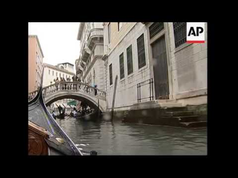 Venice struggling with large tourist numbers, boats and pollution