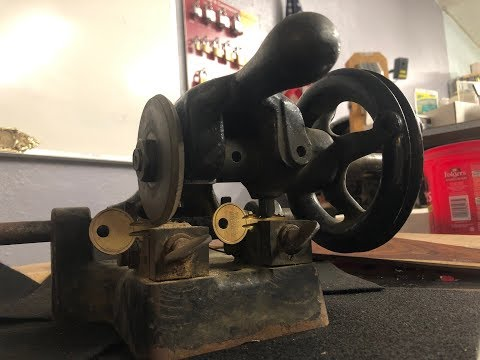 copying a key on hand crank Yale & Towne Key Bitting Machine patented in 1907