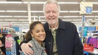 Jon Voight Buys Thanksgiving Turkeys for Non-Profit While Shopping In Walmart