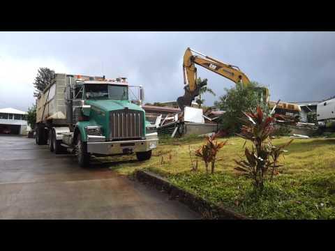 CAT 320c vs house in Hawaii