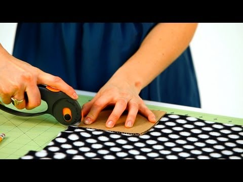 How to Cut Corners for Fleece Blanket | No-Sew Crafts