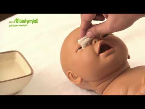 Cleaning a Baby's Eyes, Nose and Ears - Onlymyhealth.com