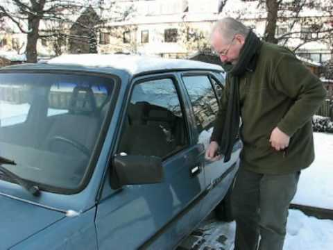 How to open a frozen car lock
