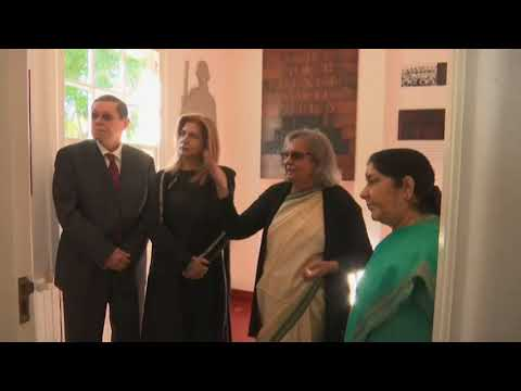 Indian foreign minister visits home of Mahatma Gandhi in Durban