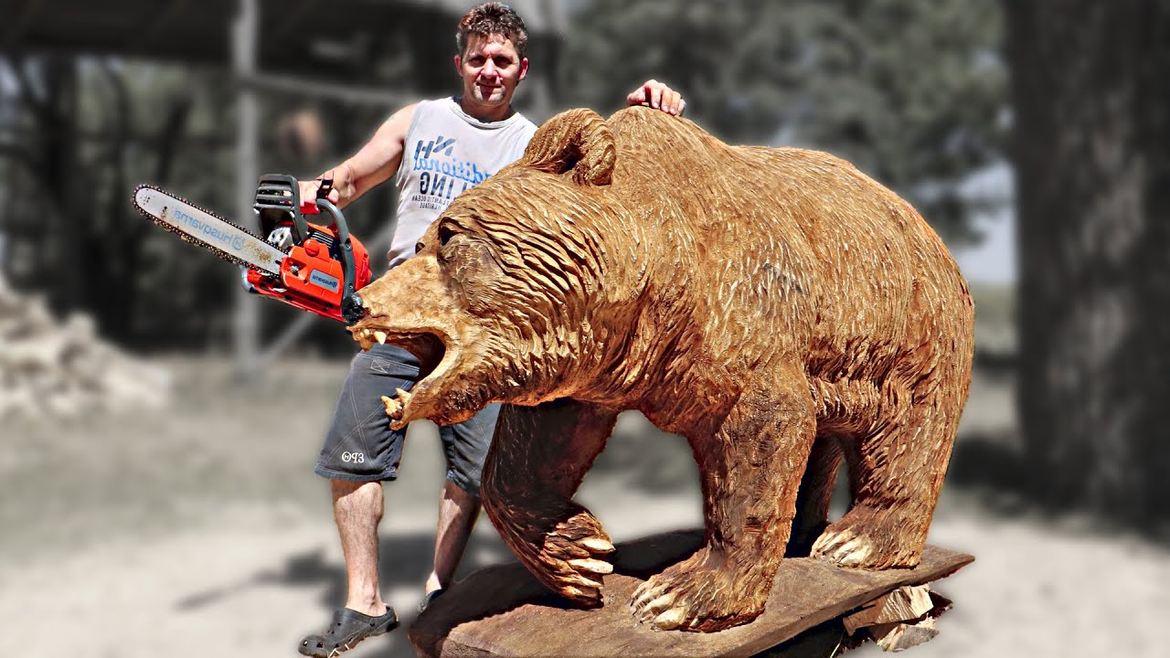 REAL SIZE WOODEN BEAR,  amazing chainsaw wood carving