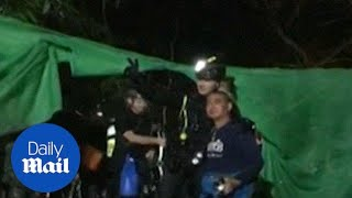 People thank the last divers as Thailand cave rescue mission ends - Daily Mail