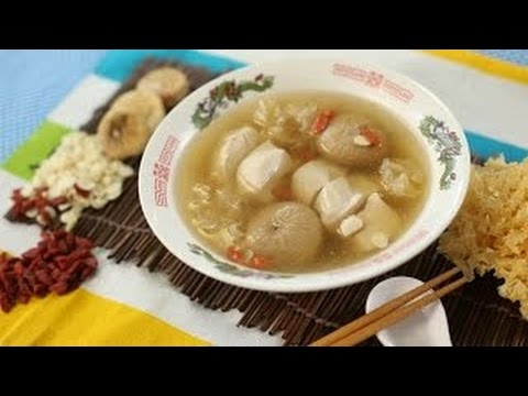 White Fungus and Chicken Soup