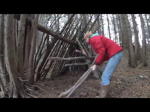 How to Make a Simple Survival shelter Northeastern Wisconsin Winter Self Sufficient