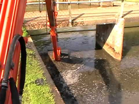 Hitachi Zaxis 50 Long Reach cleaning silt from river