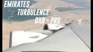 The huge Airbus A380 Emirates turn on the right side because of heavy wind!