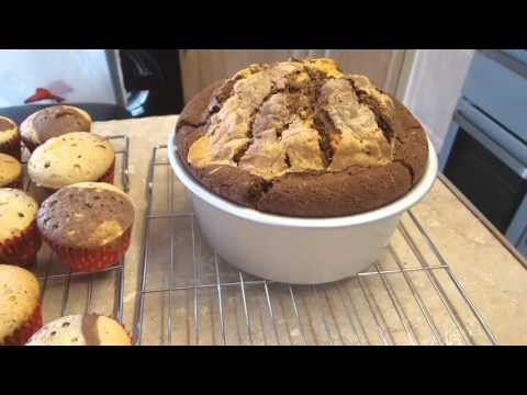 Making a marble effect cake and cupcakes