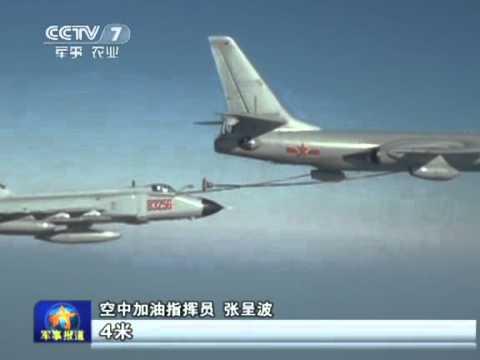 实拍解放军歼-8F战机演练空中加油