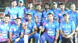 Bollywood Actors Played The First Match Of Tony Premiere League