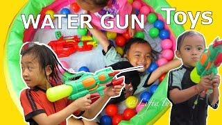 Mandi Bola dan Pistol Air Mainan Anak Perempuan dan Cowok ❤ Belajar Nyanyi Johny Johny Yes Papa