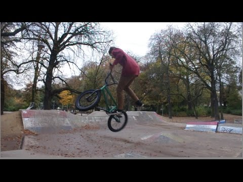 SKATEPARKS AND CRAZY PARKING LOTS IN ANTWERP !