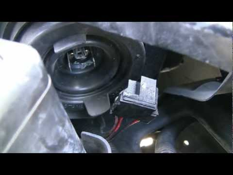 How to replace headlight bulbs on a Honda Civic (2001 - 2003) HD