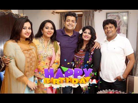 Xxx Mp4 মৌসুমির জন্মদিনে সবার সামনে চুমু খেলেন ওমর সানি Mousumi Birthday Omar Sani Bangla News Today 3gp Sex