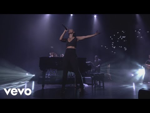 Alicia Keys - Try Sleeping with a Broken Heart (Live from iTunes Festival, London, 2012)