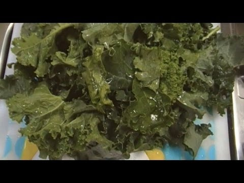 How to Clean Fresh Kale!  Noreen's Kitchen Quickie