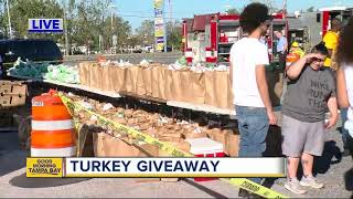 Mayor Buckhorn helps church hand out 3,000 turkeys on Day of Thanks
